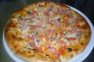 tomato, oregano, mozzarella, šunka, ananas,žampiony